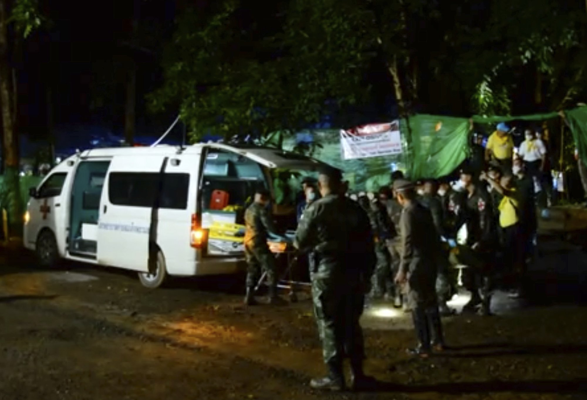 4 rescued from Thai cave in risky operation; 9 remain inside