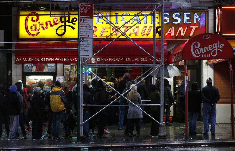 Thanks for the calories: NYC's Carnegie Deli says goodbye