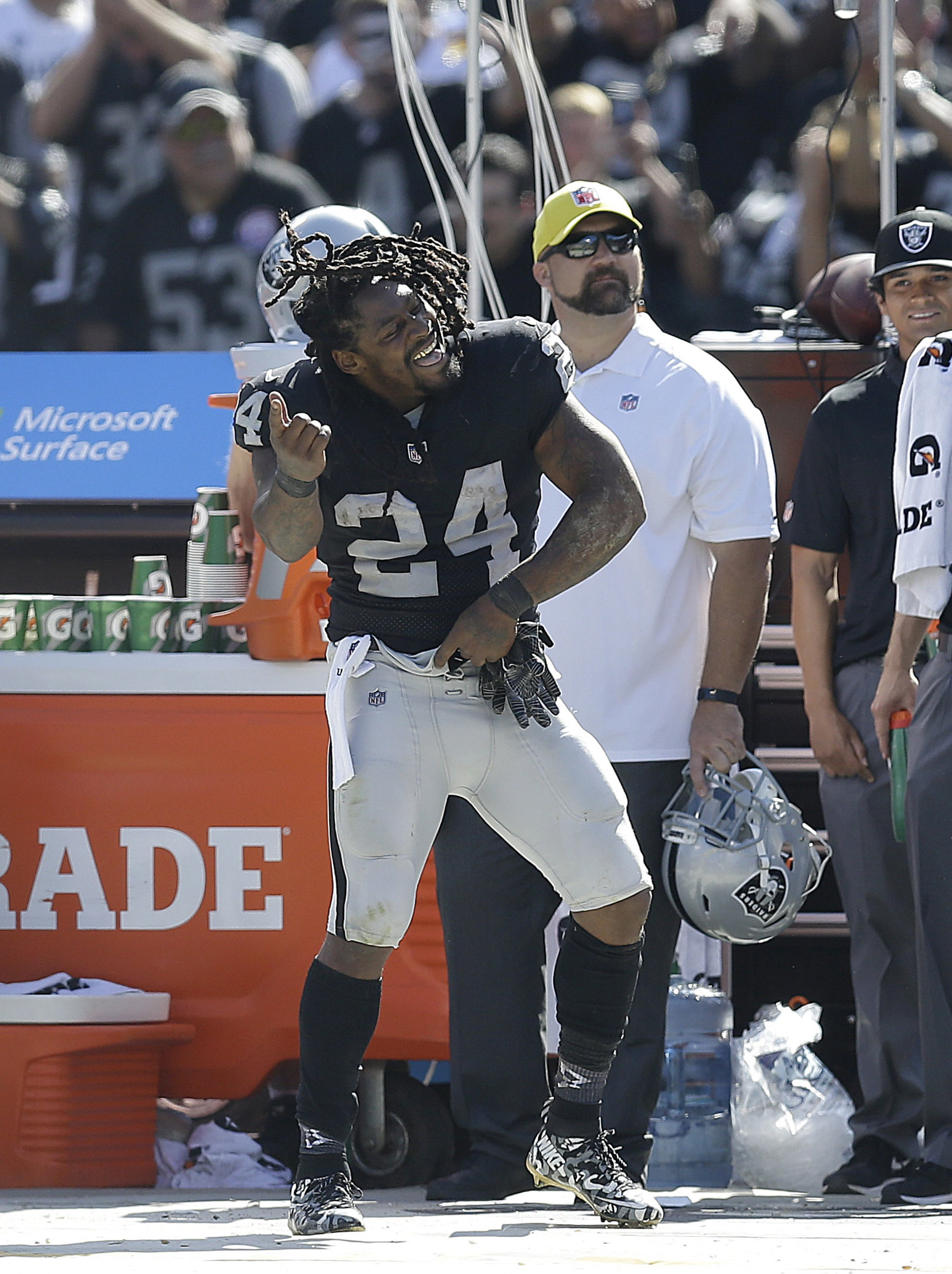 0cba4497a03 Marshawn Lynch runs for TD in Raiders  45-20 win over Jets