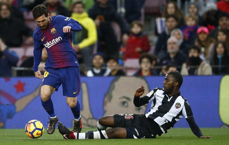 Lionel Messi, Shaquell Moore