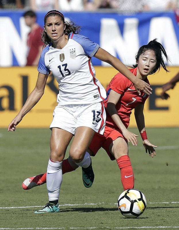 Alex Morgan, Lee Mina