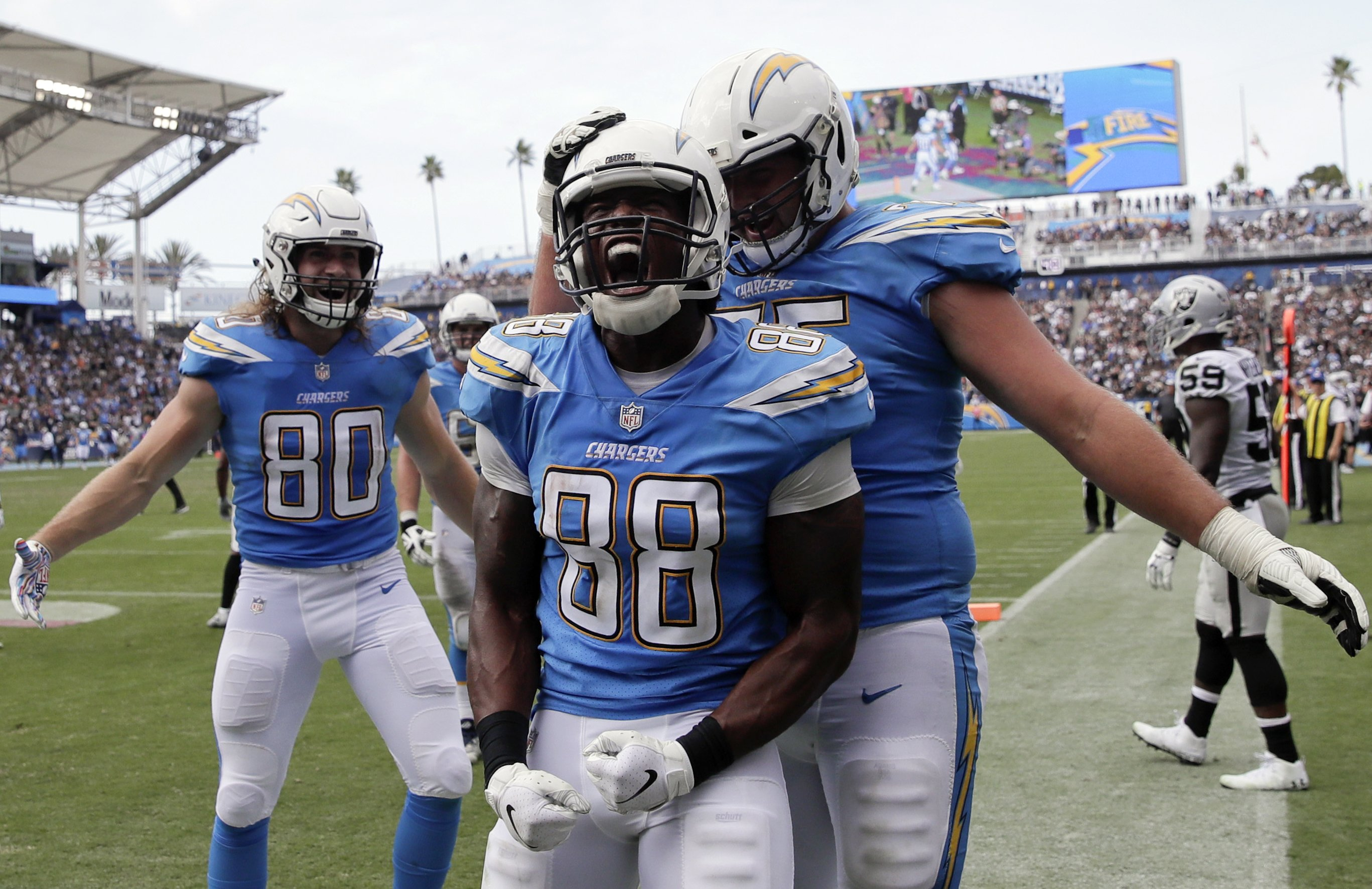90e1cb50 Rivers throws for 339 yards, 2 TDs as Chargers beat Raiders
