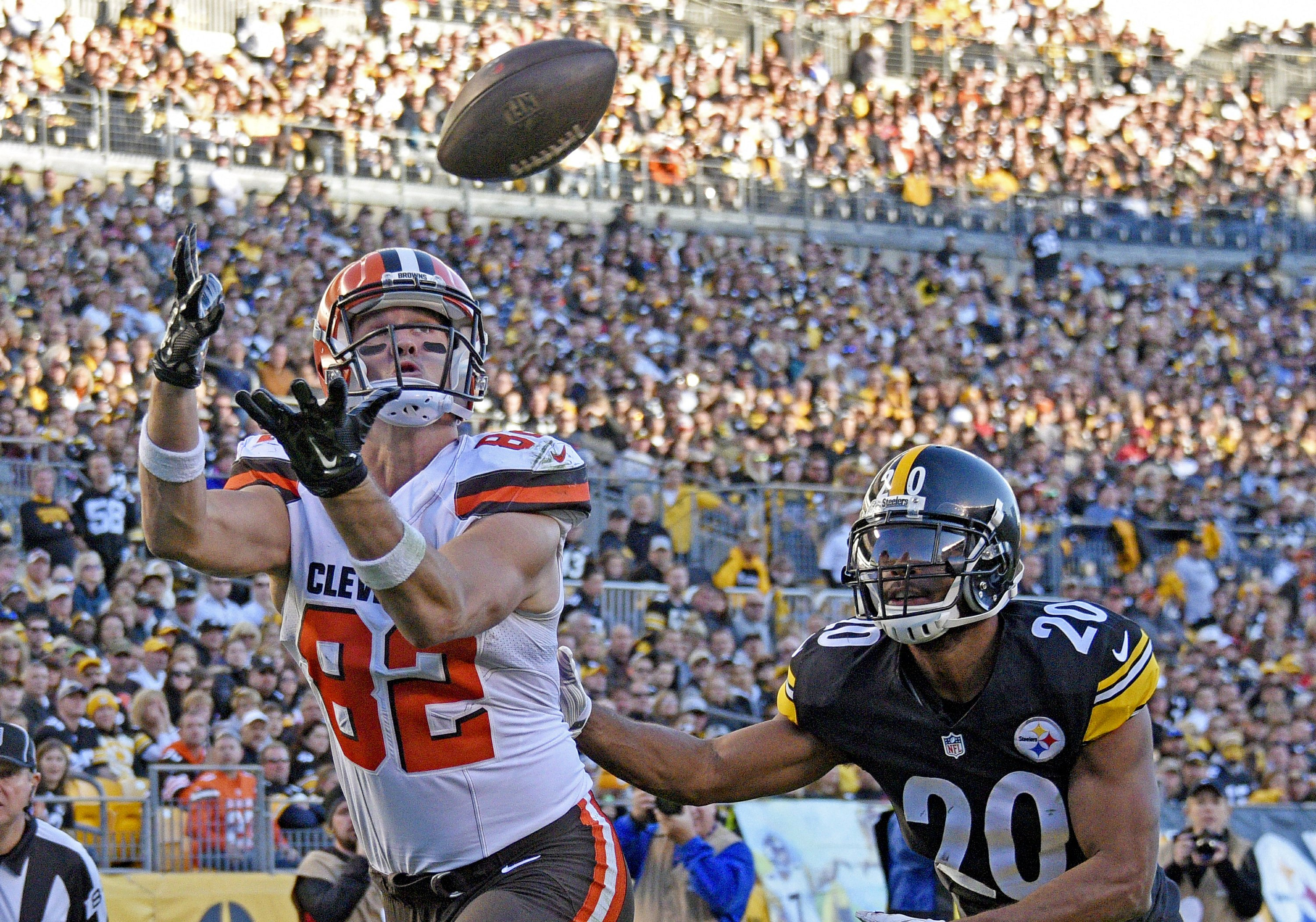 Browns cut tight end Gary Barnidge in surprise move