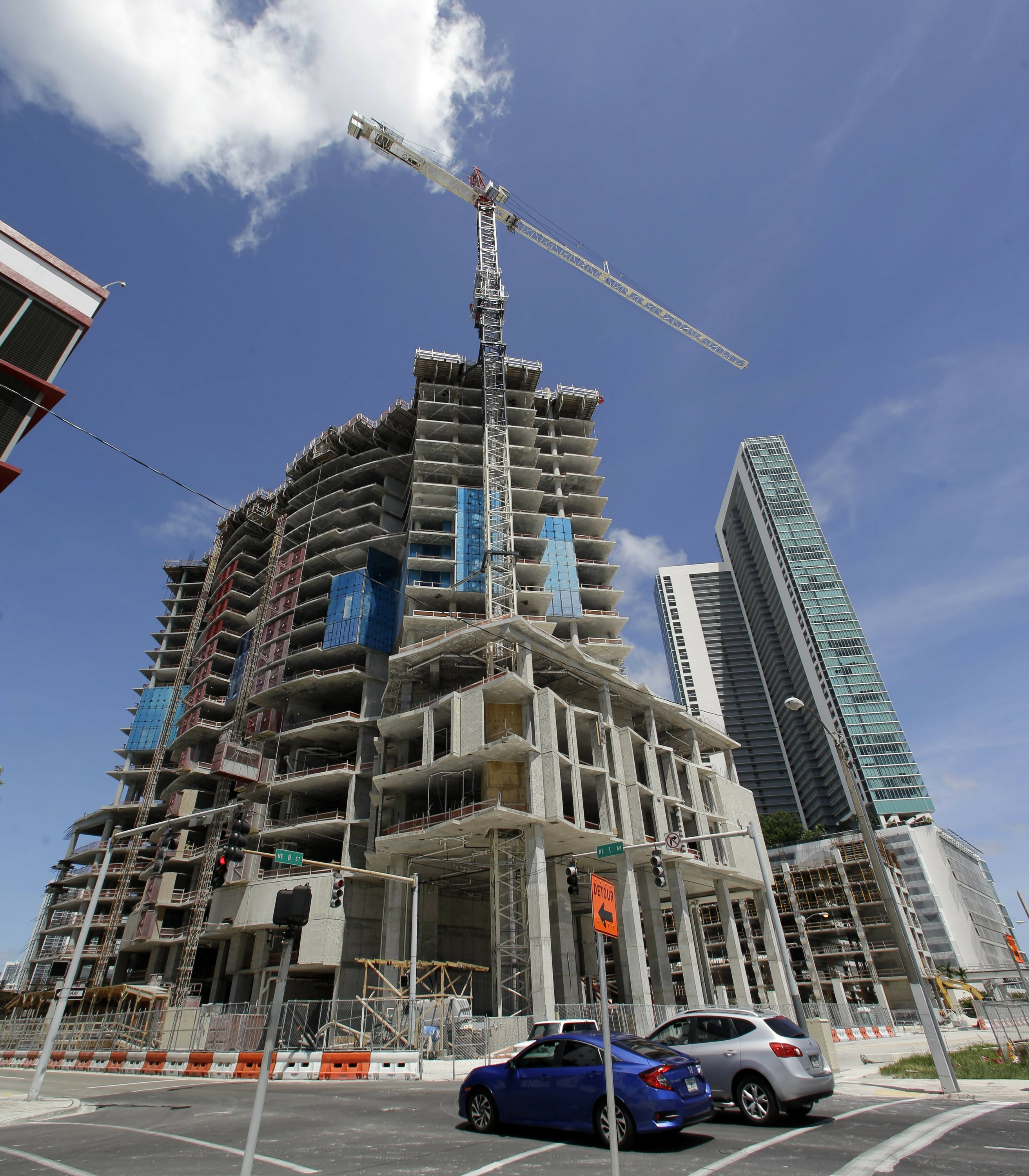 Collapse Of Florida Condo Boom >> 2 Huge Cranes Atop Miami High Rises Collapse In Irma S Winds