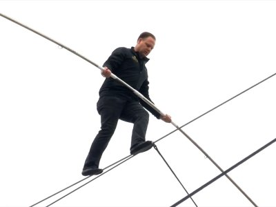 Nik Wallenda Thrills Crowd With High-Wire Act
