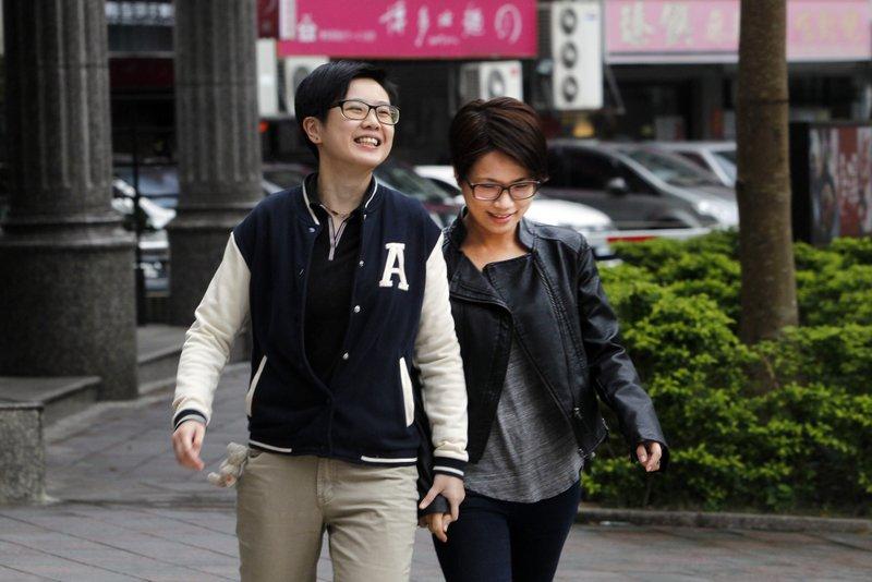 Chalynn Hsueh, Log Chen