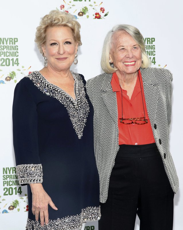 Bette Midler, Liz Smith