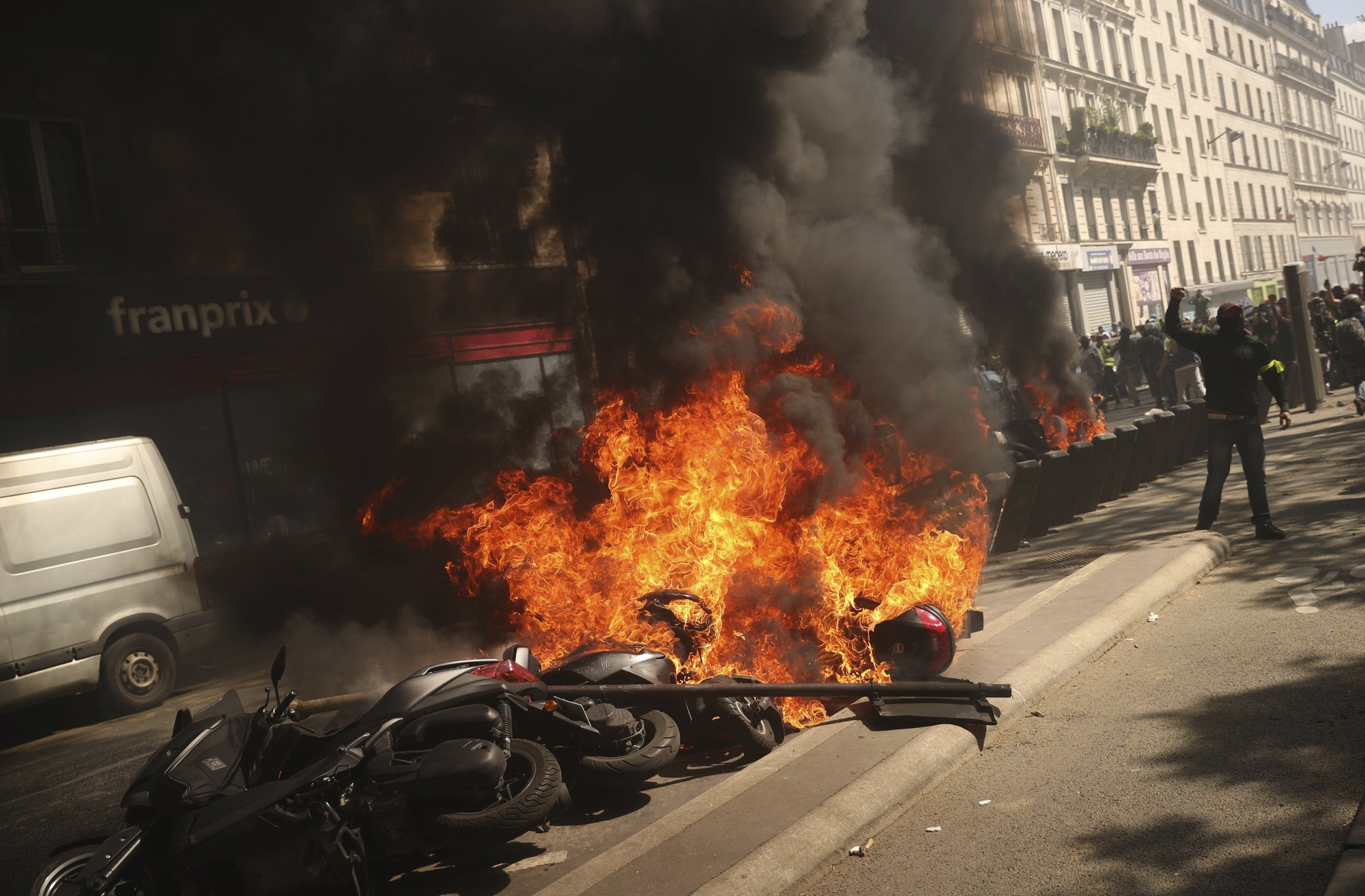 Yellow vest anger burns in France, fueled by Notre Dame fire 2000