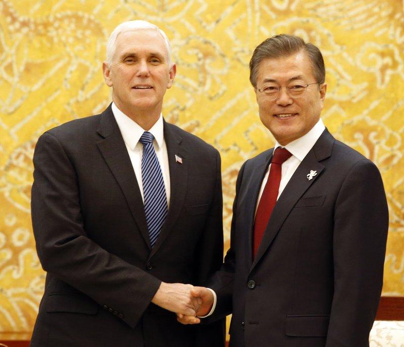 Moon Jae-in, Mike Pence