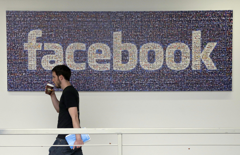 Facebook's Zuckerberg comes under fire from UK, US lawmakers