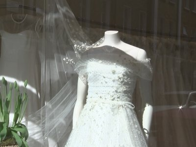 What can we expect from Markle's wedding dress?