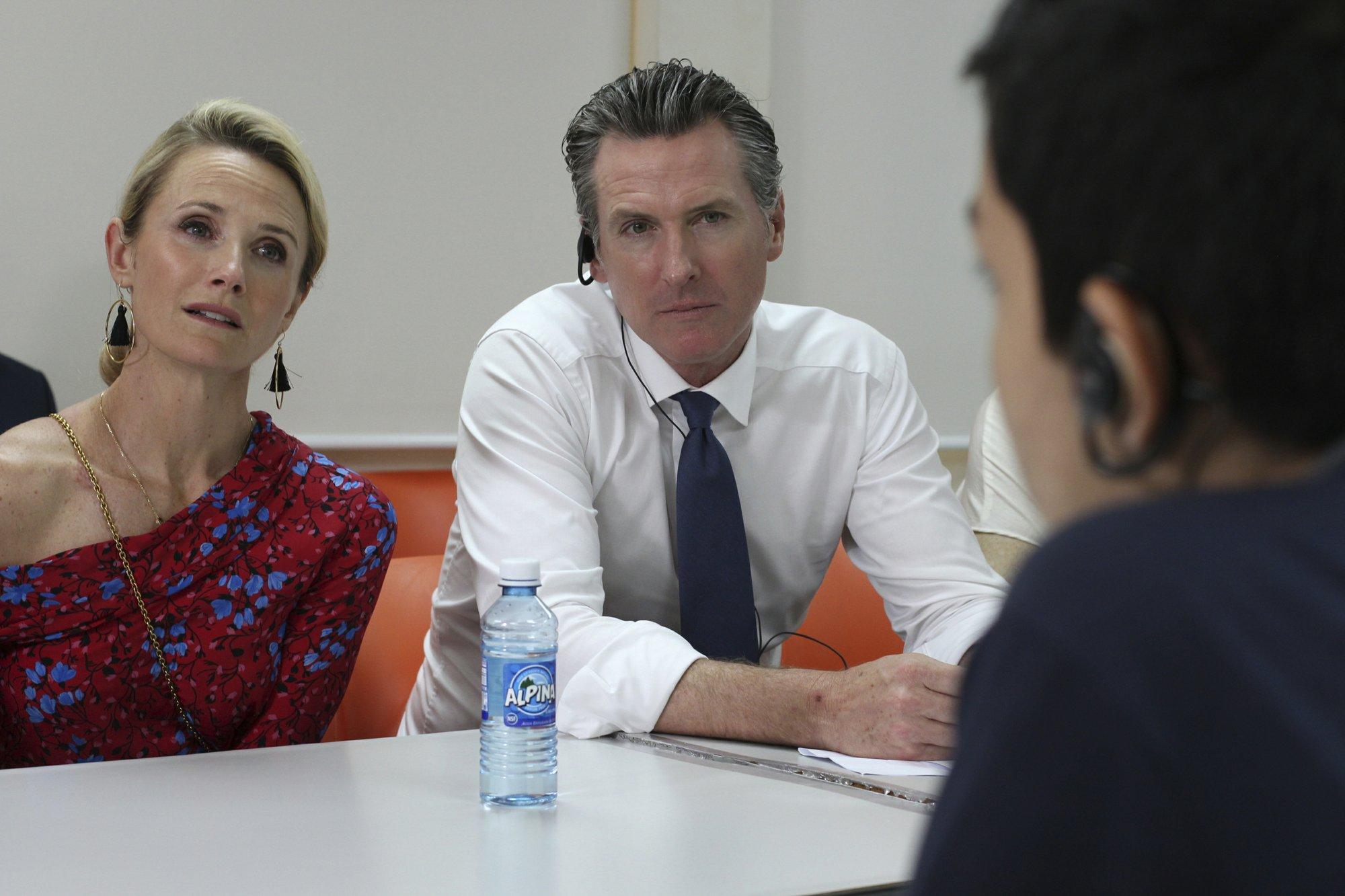 California governor meets Salvadorans who tried to reach US