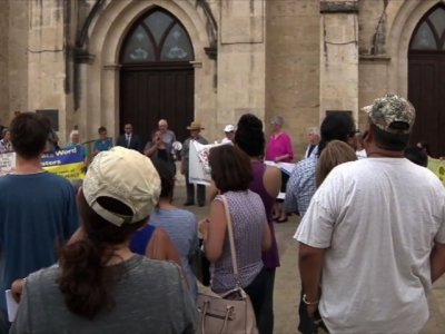 Raw: Vigil in San Antonio For Truck Victims