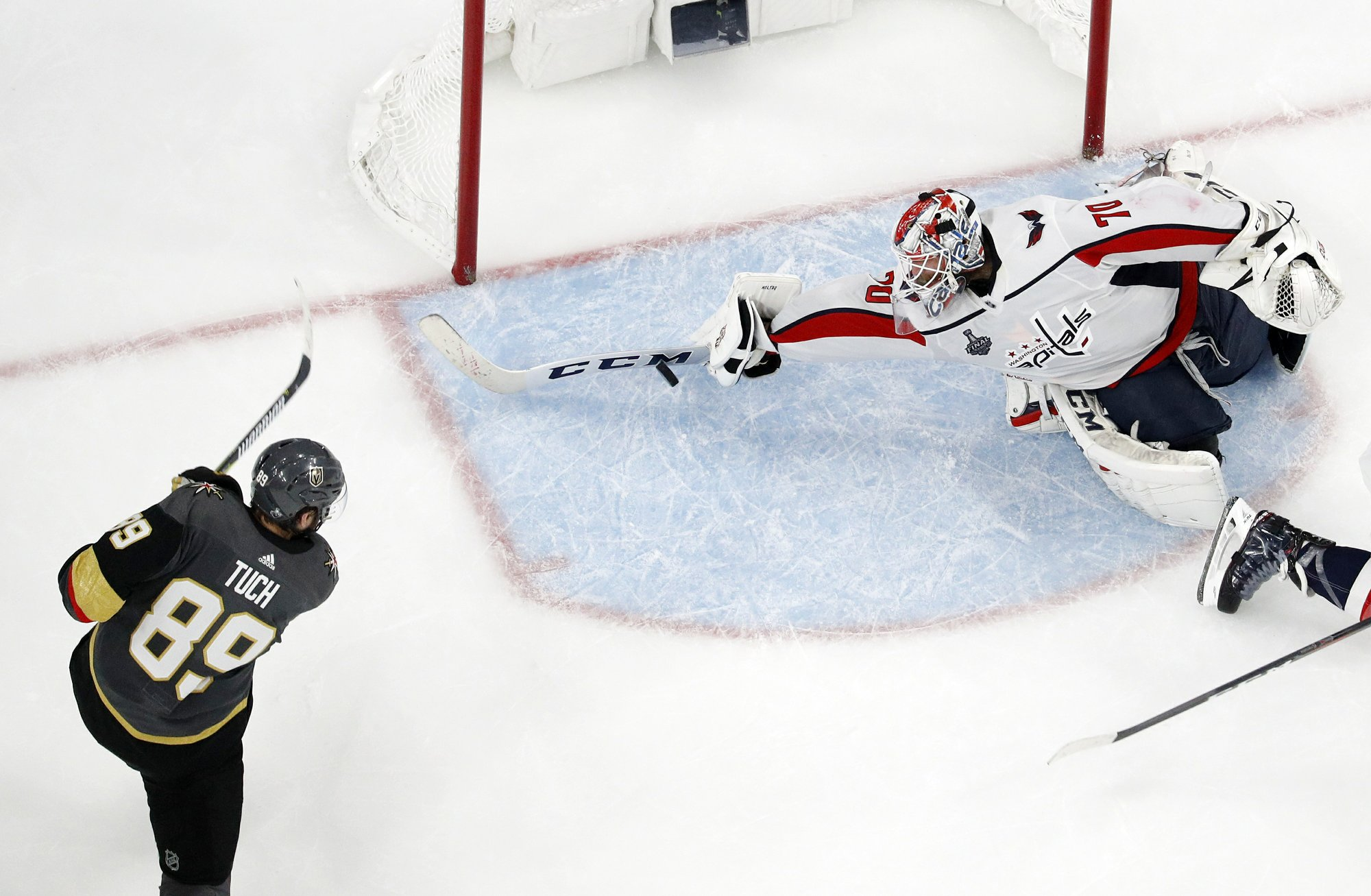 Holtby spectacular as Caps beat Knights to even Cup Final