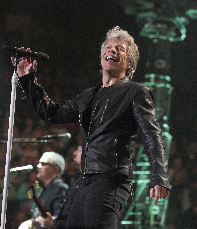 Bon Jovi termina concierto temprano por dolor de garganta