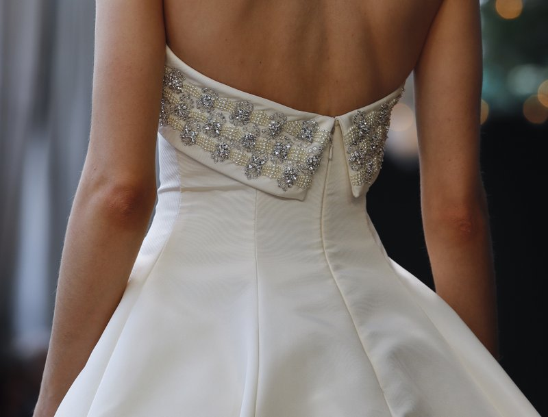 What To Know Before Saying Yes To An Online Wedding Dress