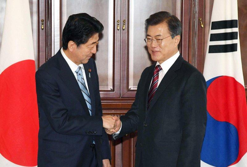 Moon Jae-in, Shinzo Abe