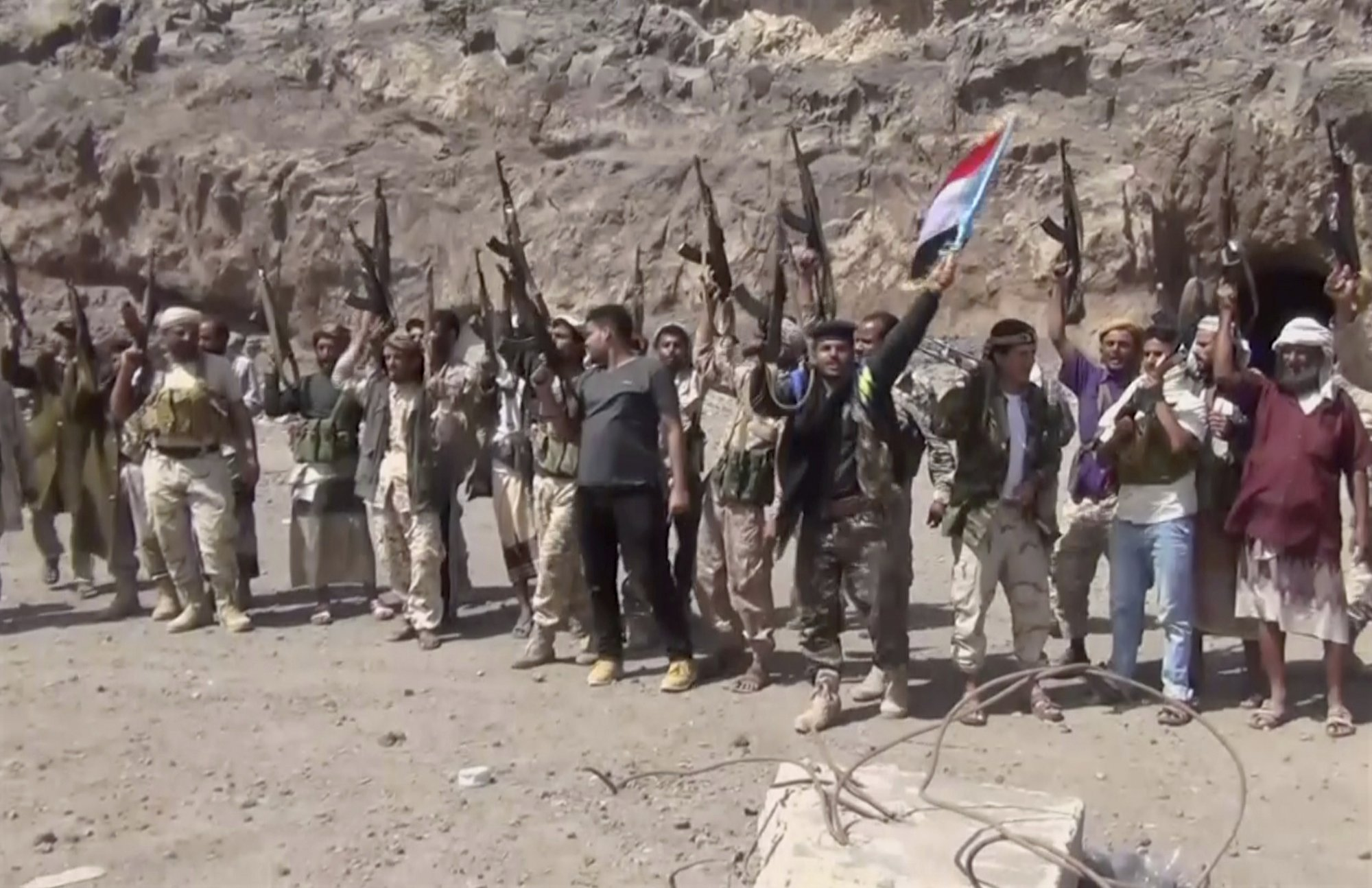 separatists advance on presidential palace in southern yemen