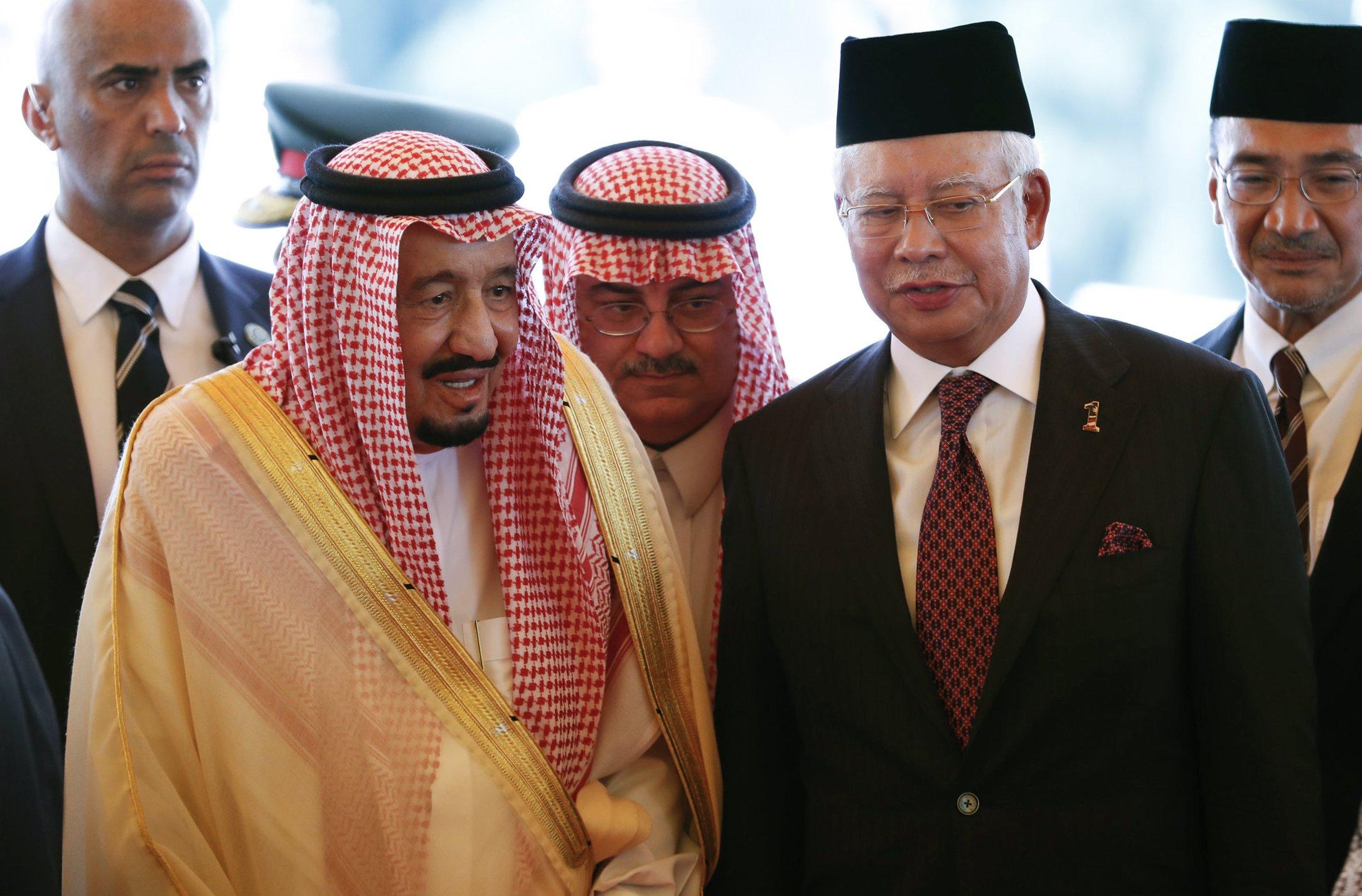 Saudi king visits Malaysia as he begins Asia tour