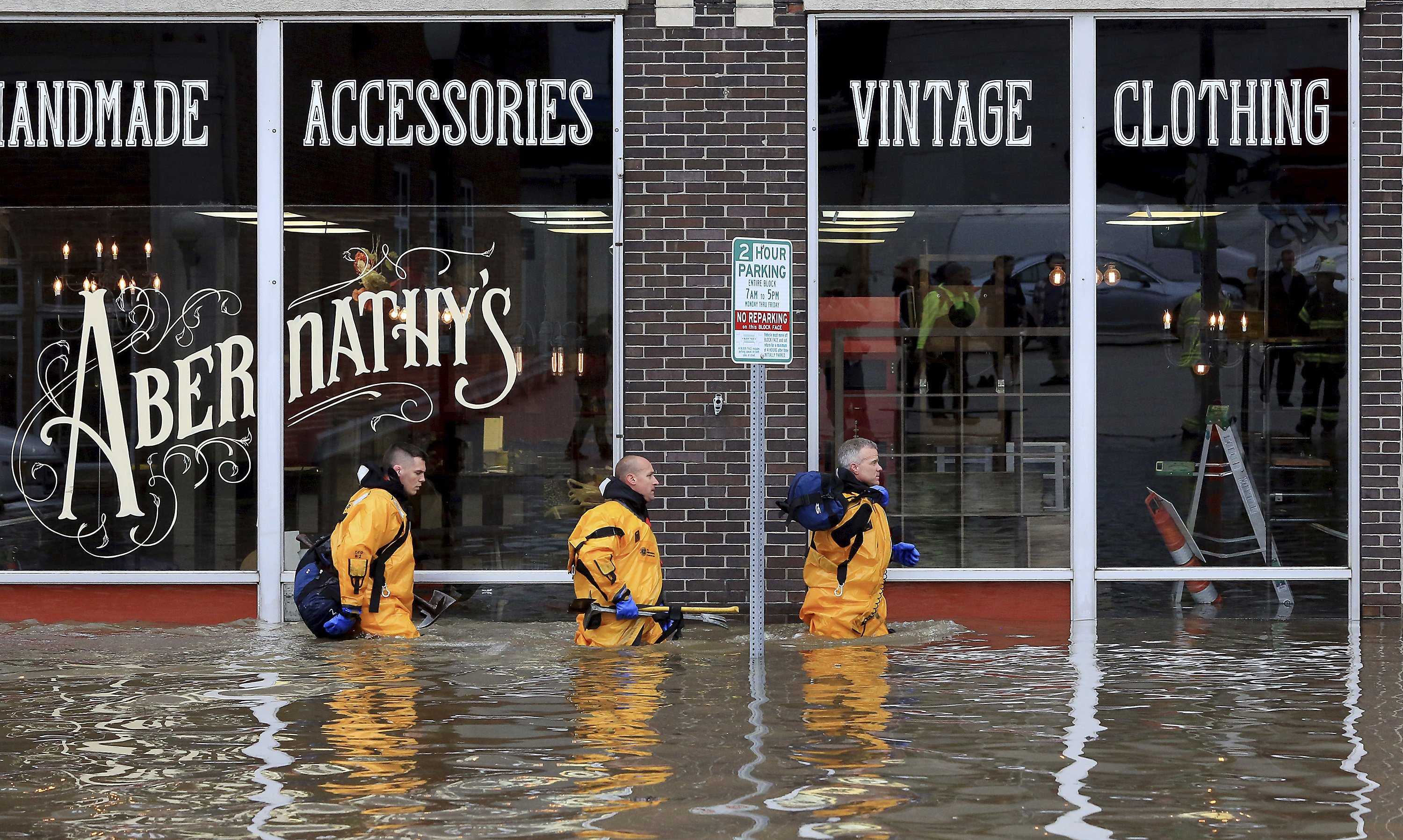 The Latest: Cities along Mississippi River prep for floods