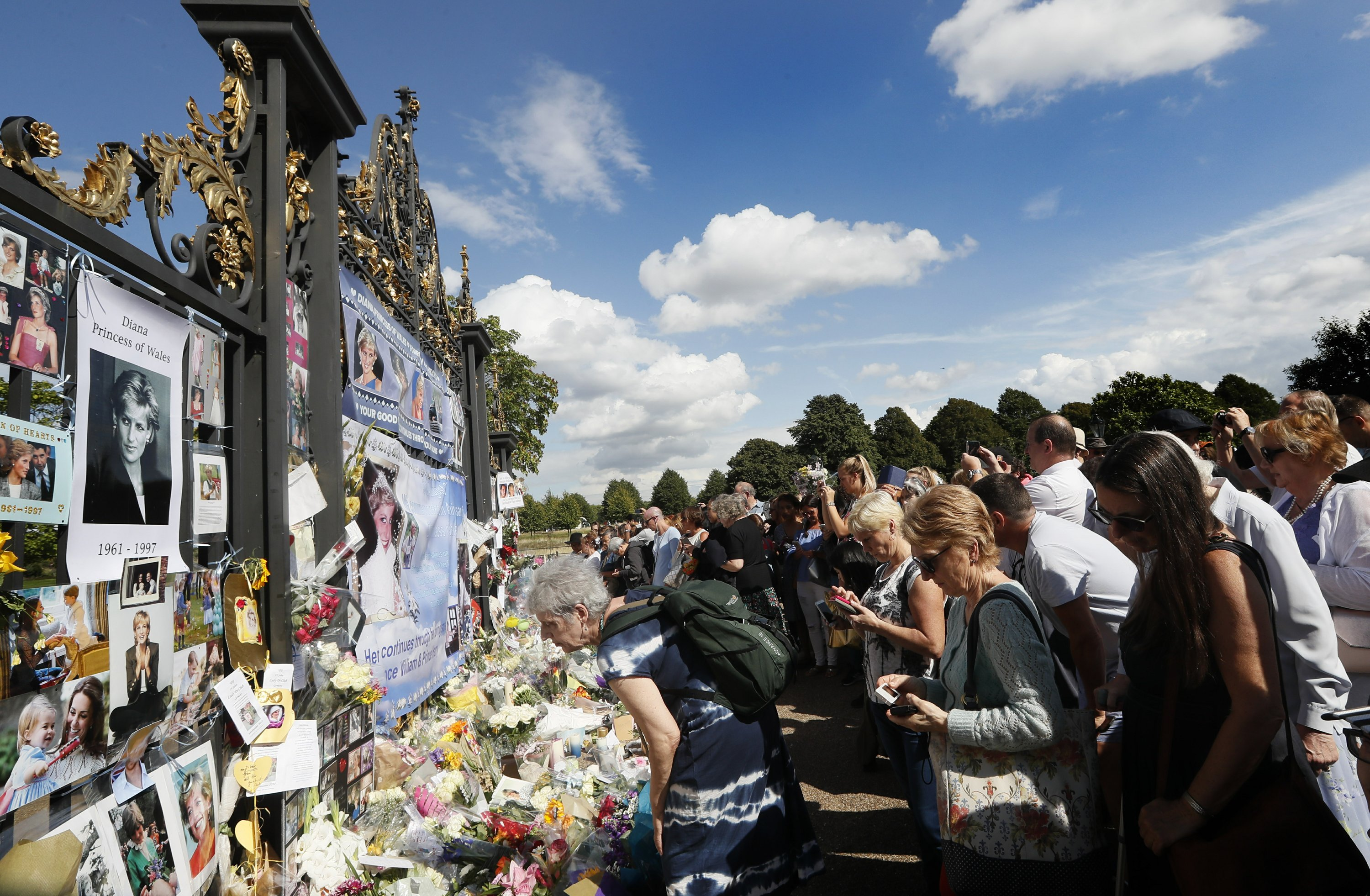 Public mourns Princess Diana on 20th anniversary of death