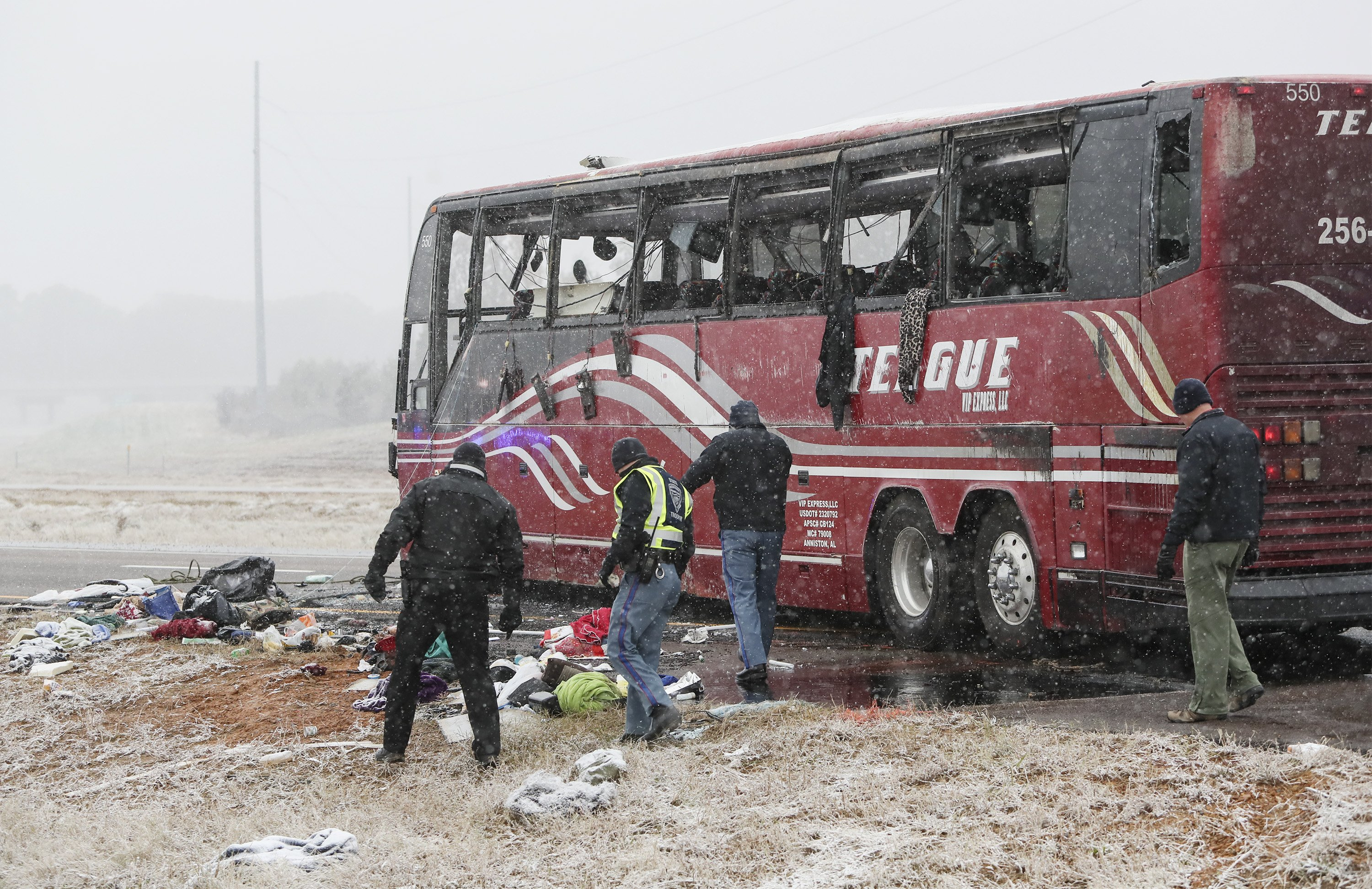 Storm: 2 dead, 44 hurt in bus crash on icy road near Memphis