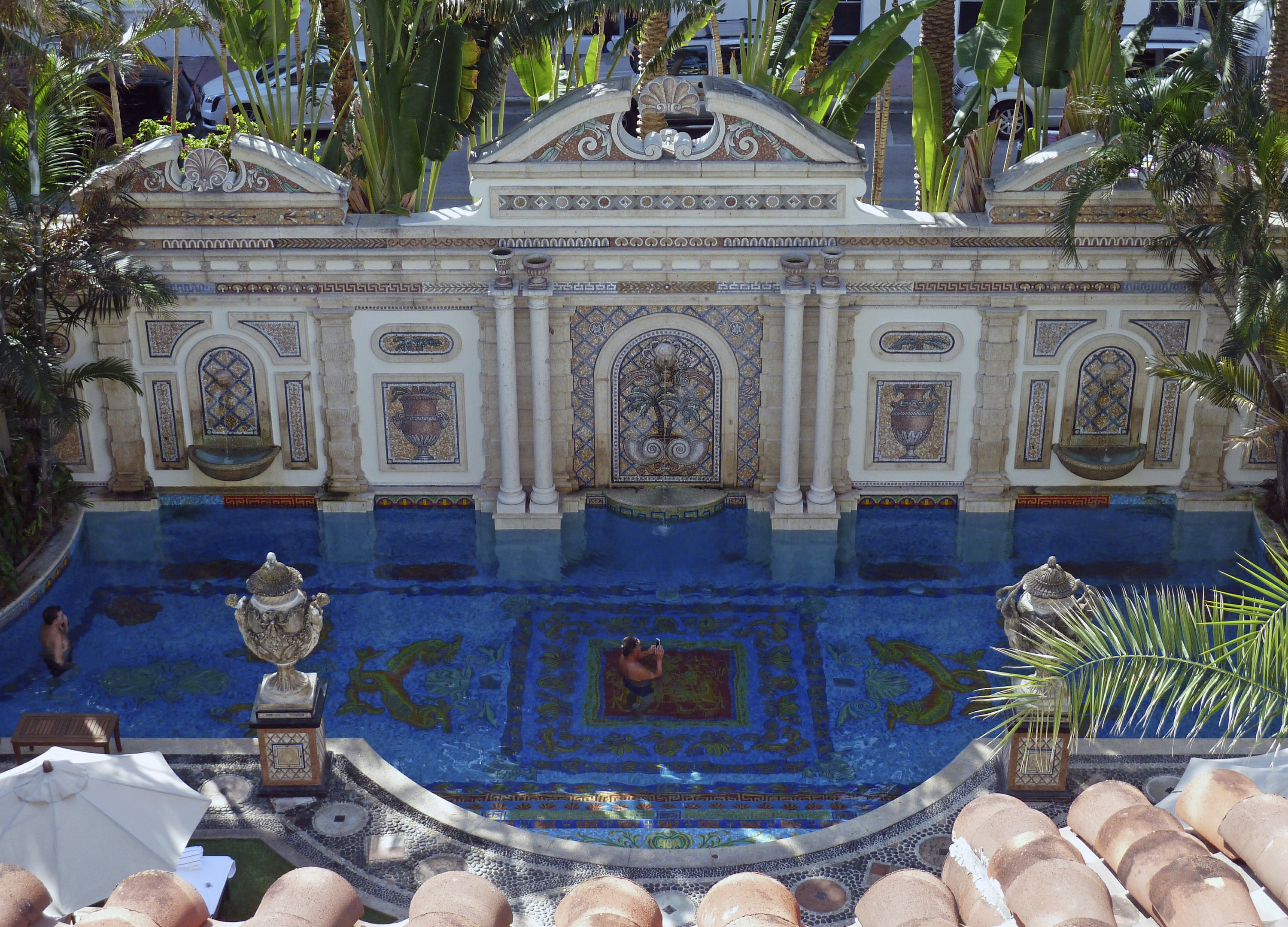Versace S Former Mansion Now A Luxury Hotel In Miami Beach