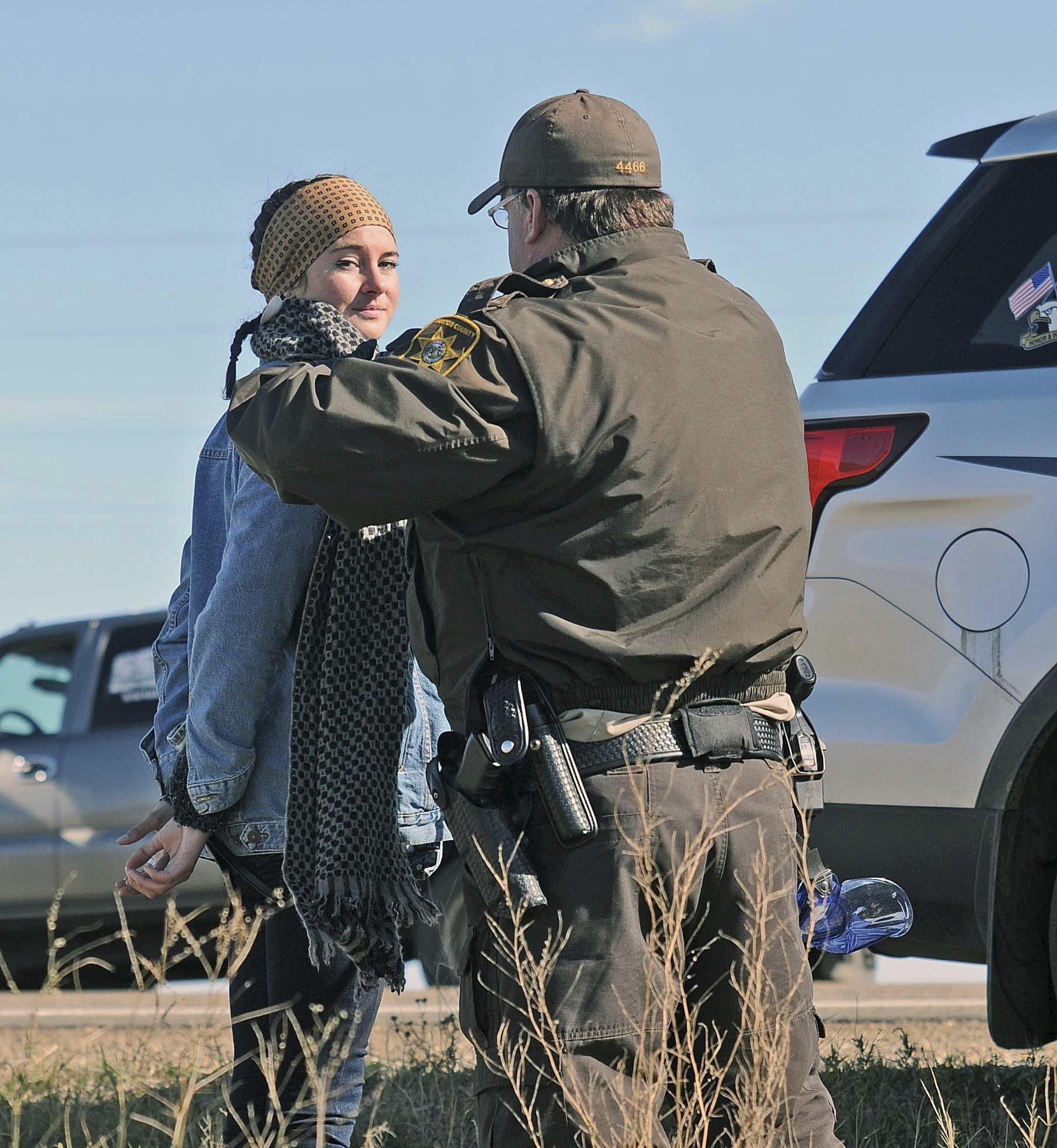 Shailene Woodley protests pipeline, livestreams arrest