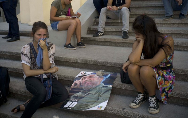 Weeping, hopeful, Cubans look to future without Fidel Castro