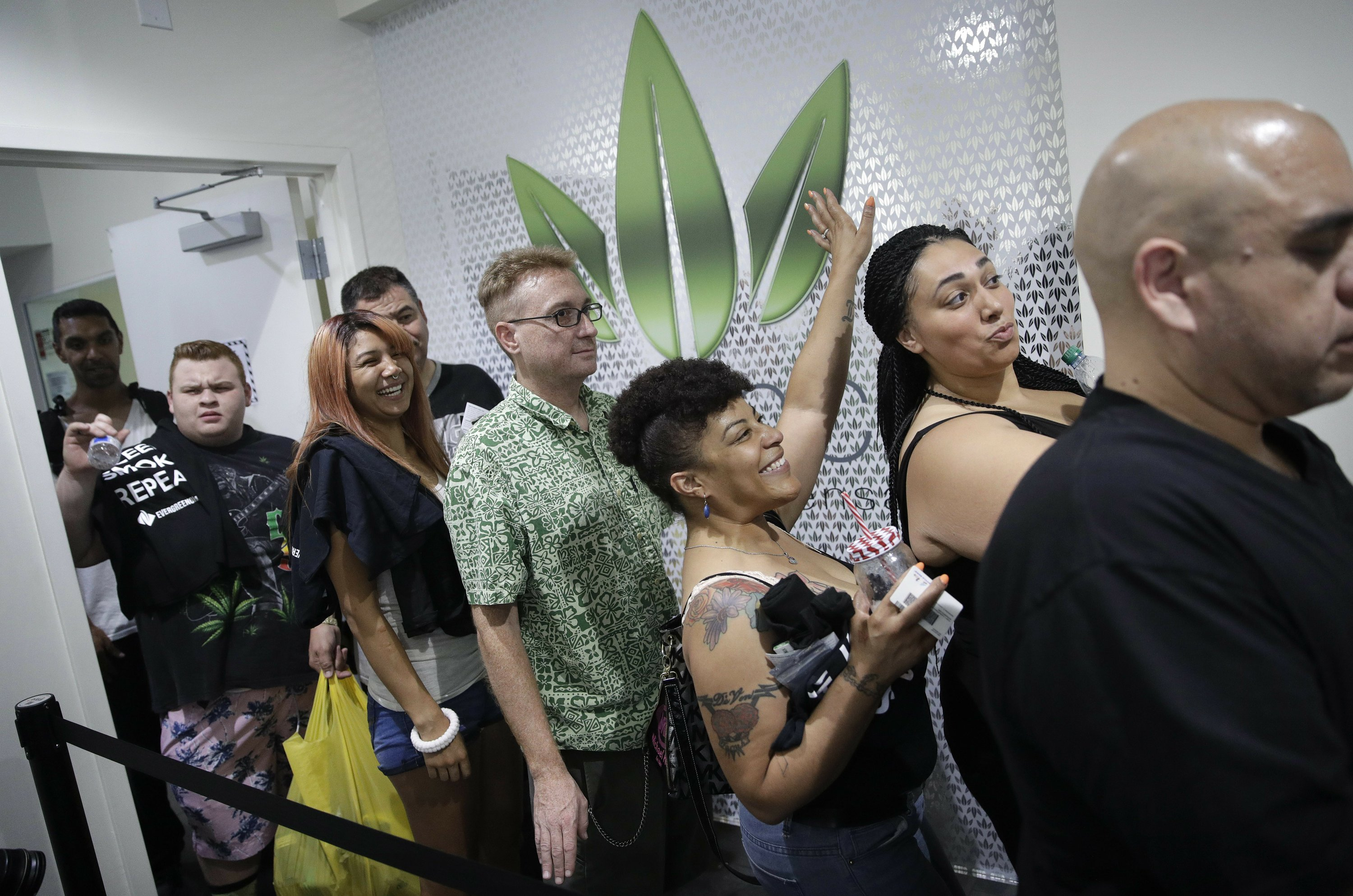 Tourists, locals buy Nevada's legal recreational marijuana