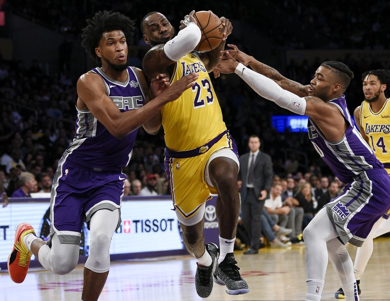 592a9fb4657 LeBron gets first win in LA as Lakers beat Kings