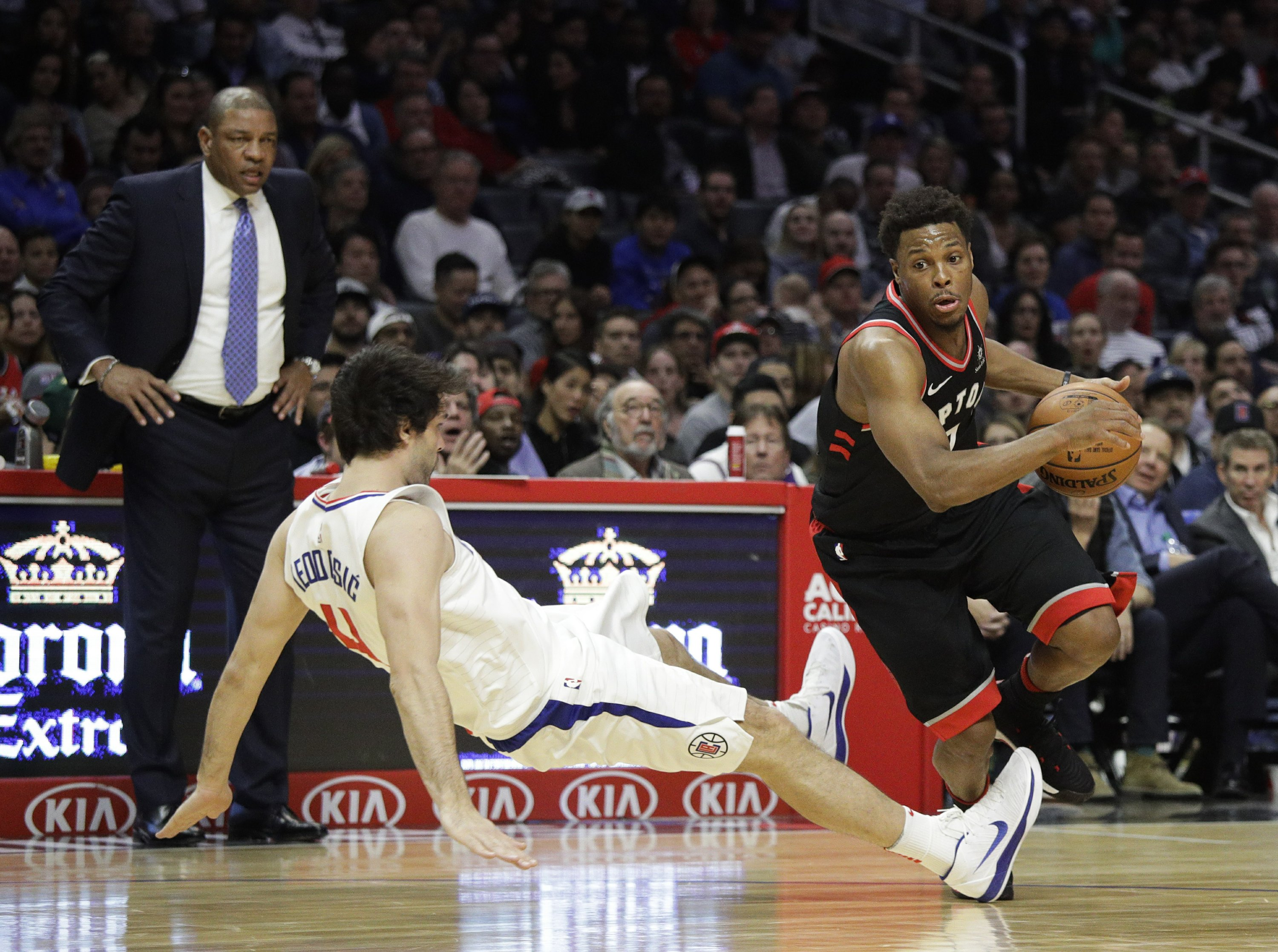 1fbd71bd6 Clippers end Raptors  streak with 96-91 victory