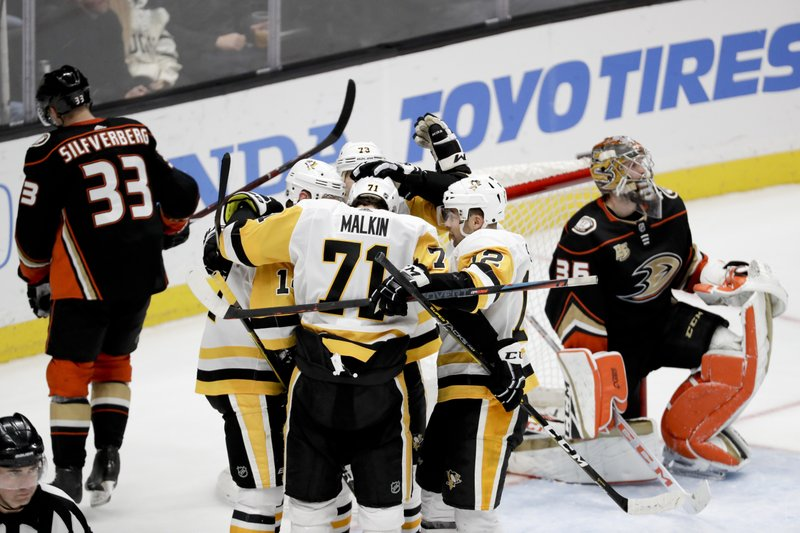 c7bf2609724 Jake Guentzel s hat trick sends Penguins past Ducks 7-4