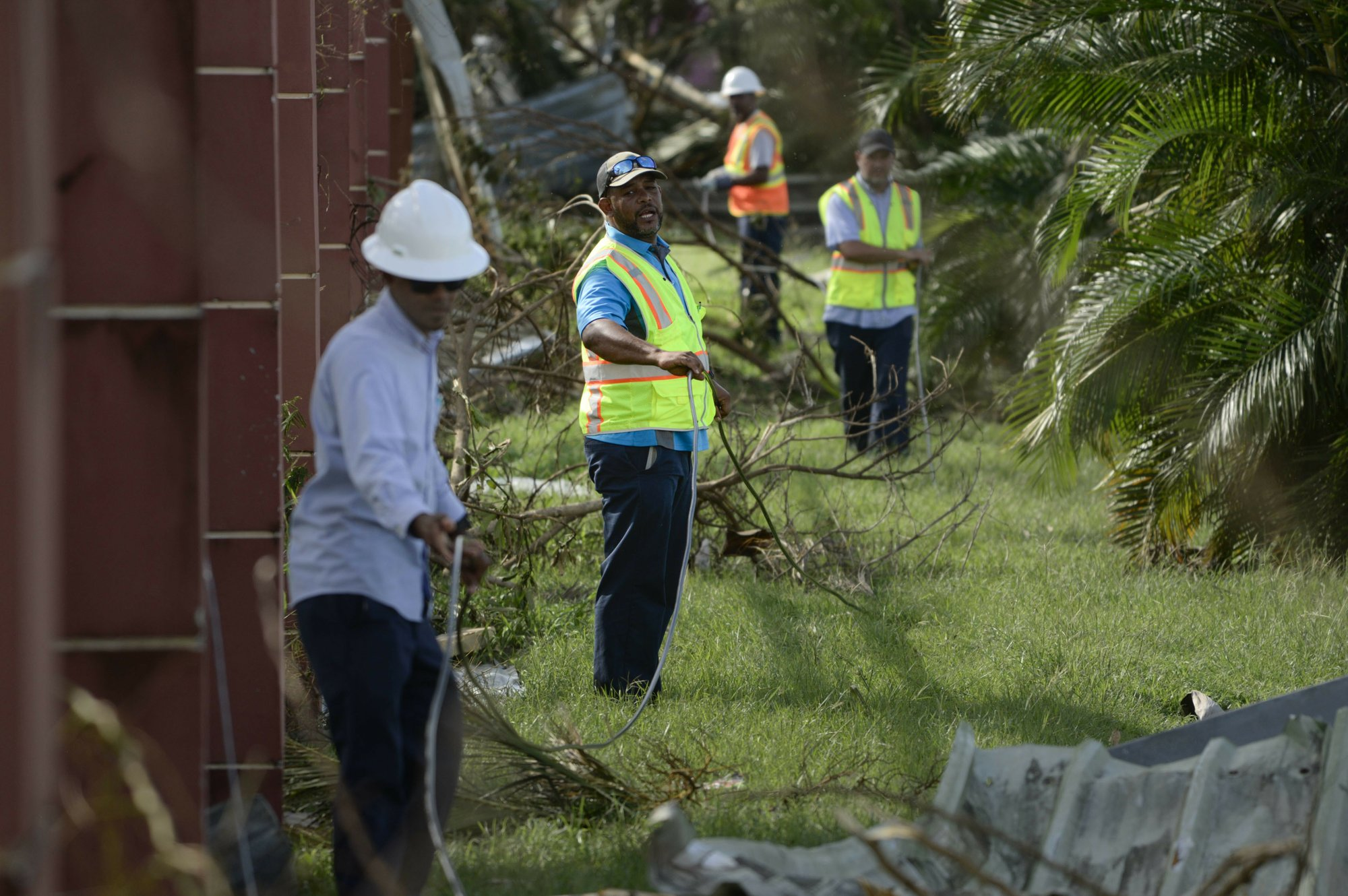 Report calls on FCC to probe storm aftermath in Puerto Rico