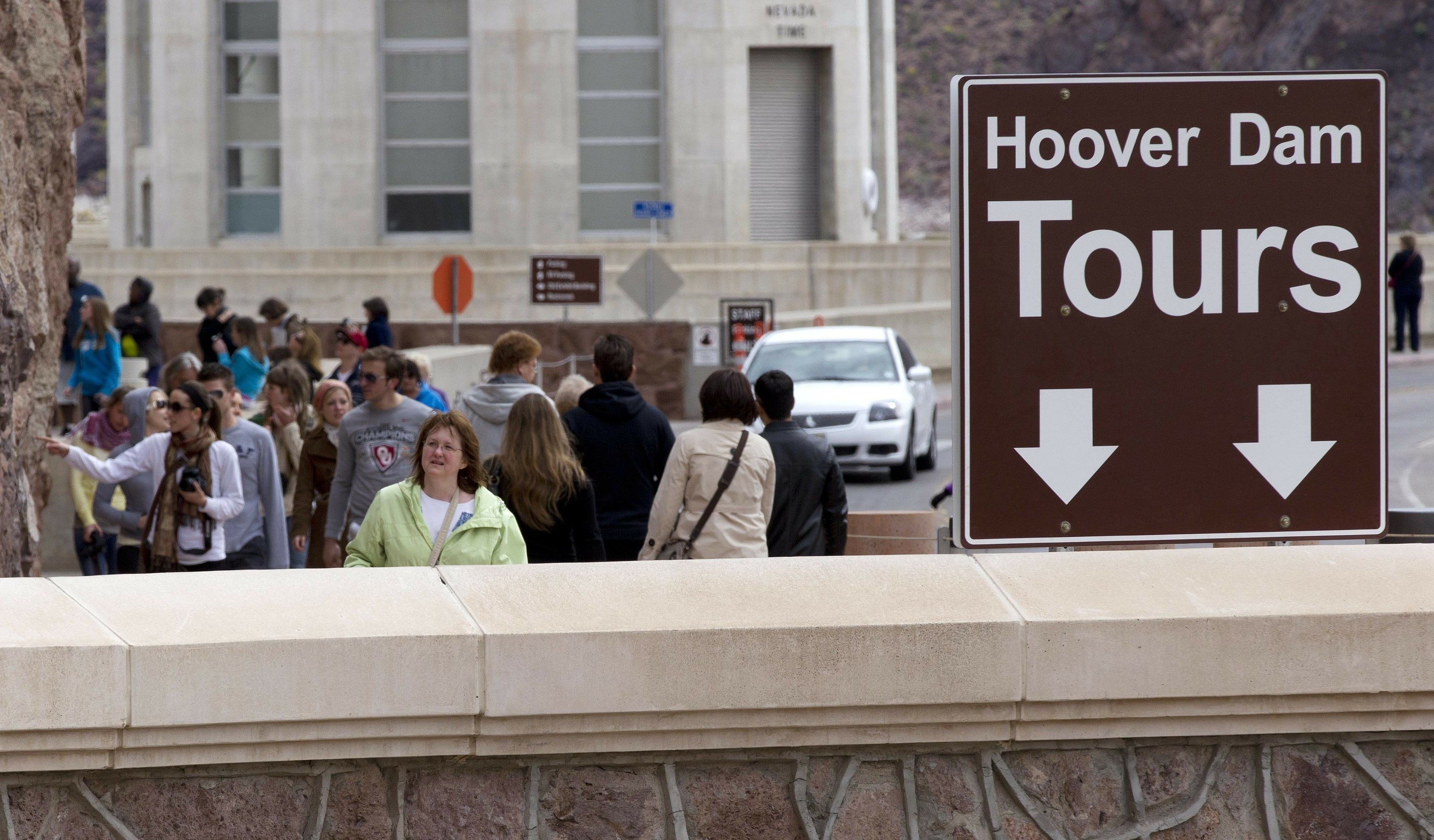 Hoover Dam to cut back on tours during renovations