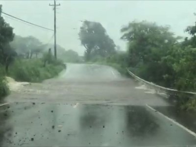 Tropical storm brings floods to Hawaii