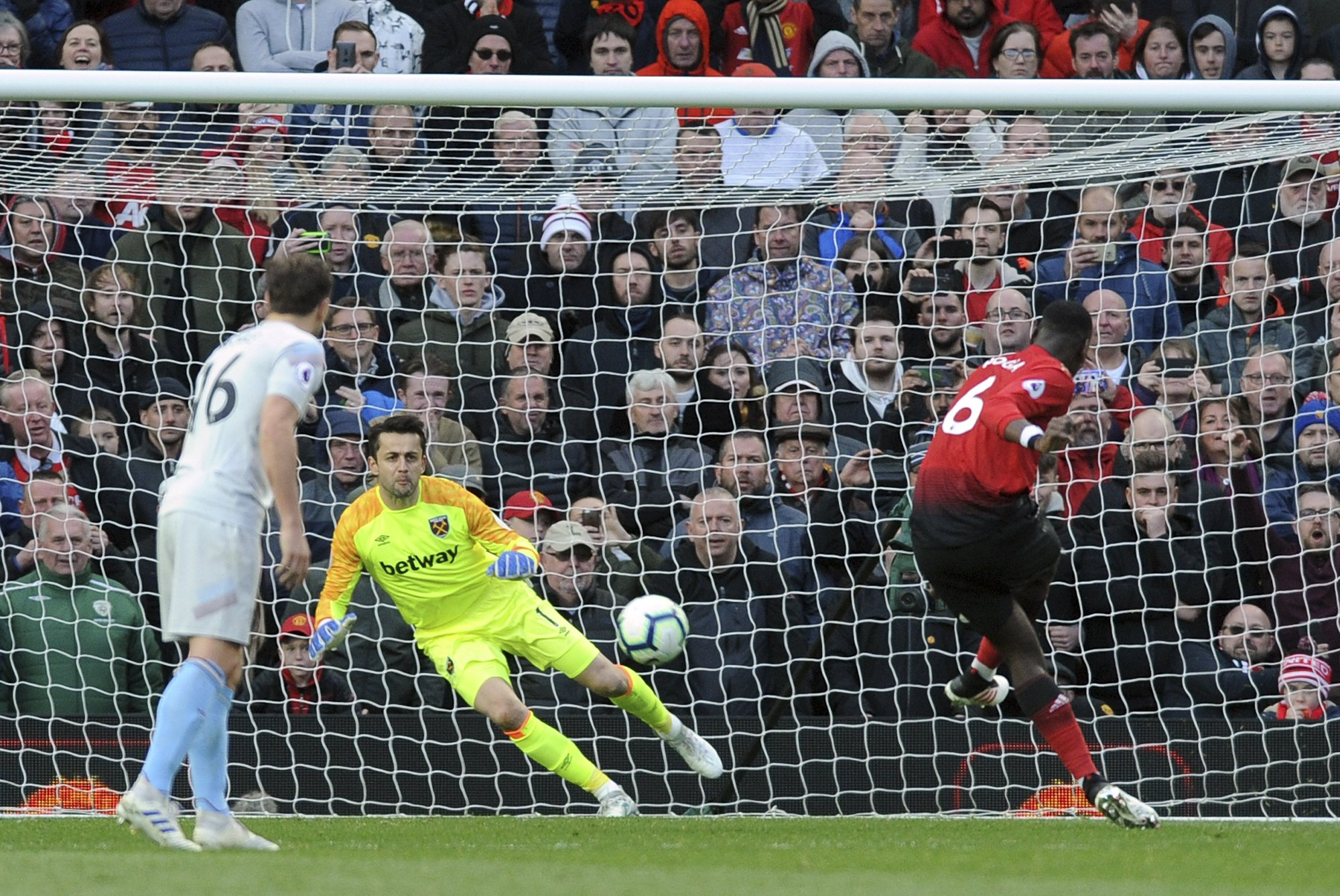 Pogba Penalties Give Man United 2 1 Win Over West Ham In Epl