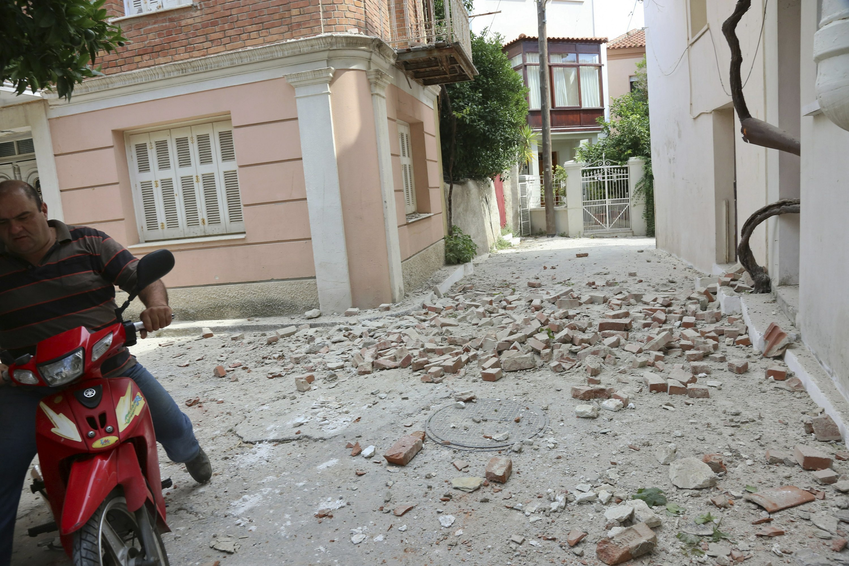 6.2-magnitude earthquake shakes Turkey, Greece; 10 injured