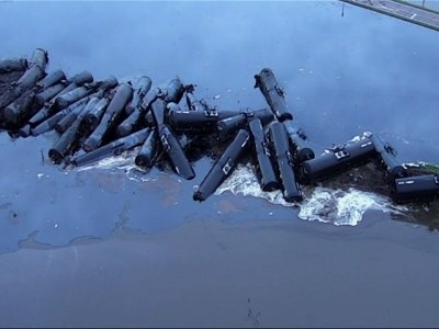 Crude Leaks From Derailed Train in Iowa
