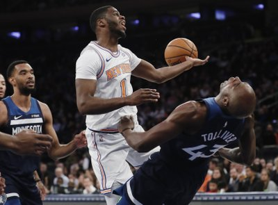 06cdaa67d00c NEW YORK (AP) — Taj Gibson didn t know when he drove by an accident back in  Minnesota that Karl-Anthony Towns had been involved.