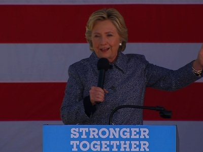 Clinton Urges Iowans to Cast Ballots Early