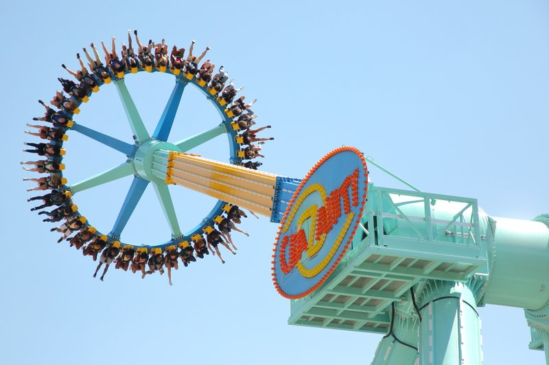 World's Tallest Pendulum Ride, CraZanity, Debuts at Six Flags Magic Mountain