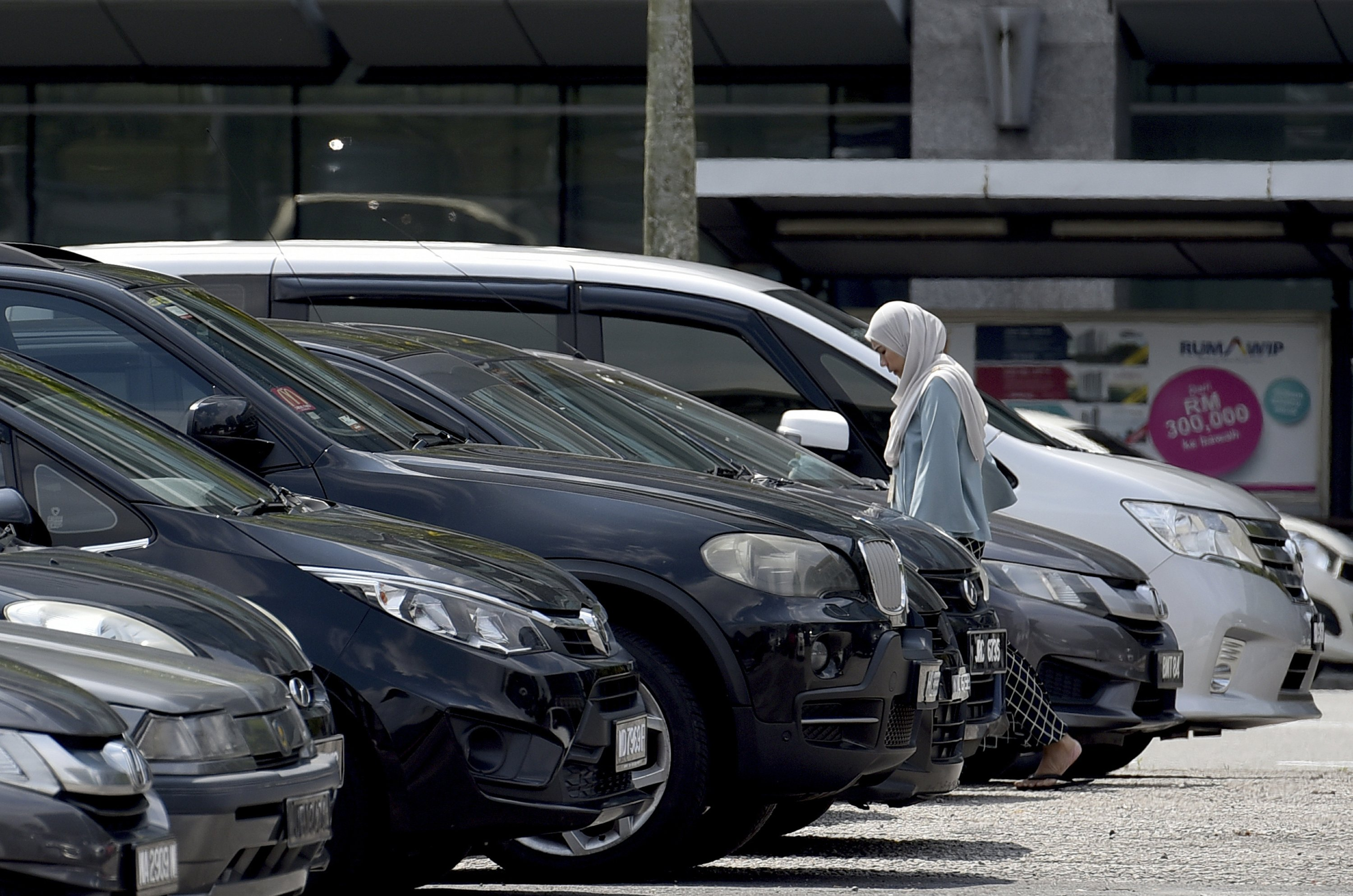 Malaysia's 2018 auto sales rebounded, flat growth seen