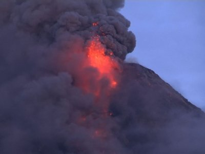 Thousands Flee Lava from Philippines Volcano