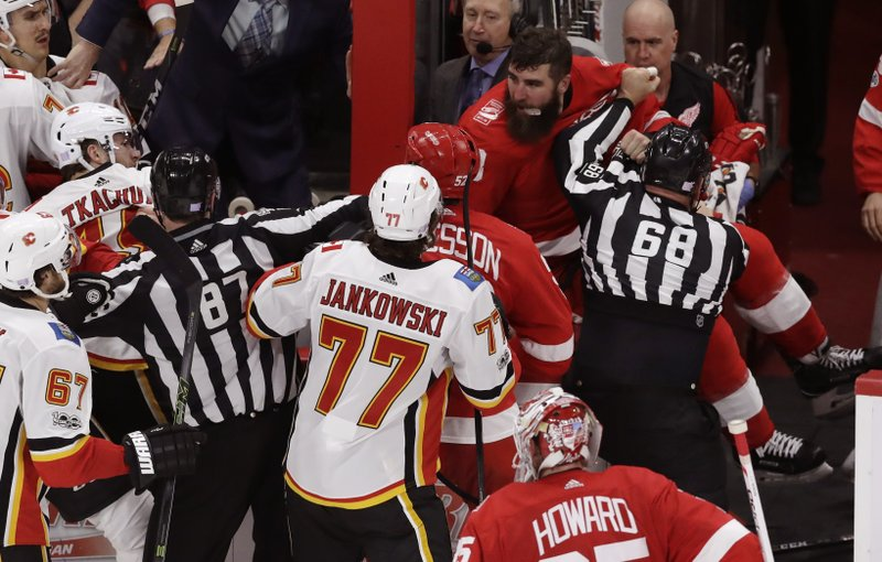 Nhl Suspends Red Wings Witkowski For 10 Games For Fighting