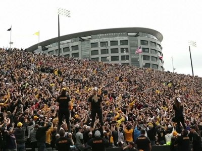 'The Wave' Becomes Sweet New Football Tradition