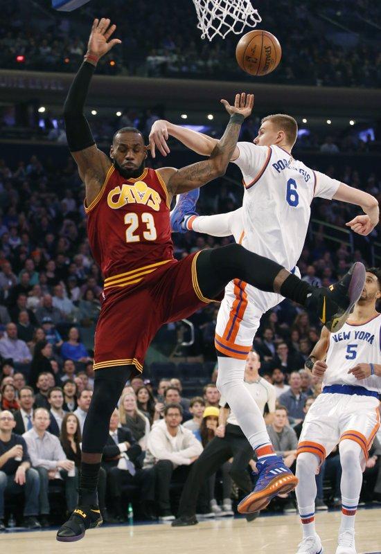 719c983a726 James scores 25 as Cavaliers crush Knicks 126-94