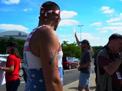 Trump Supporters, Opponents Demonstrate in Ohio