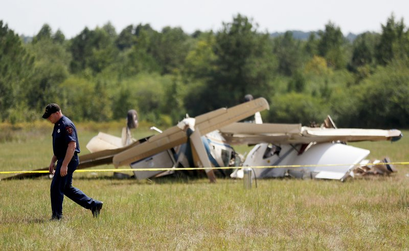 3 dead when 2 planes collide in air at small Georgia airport