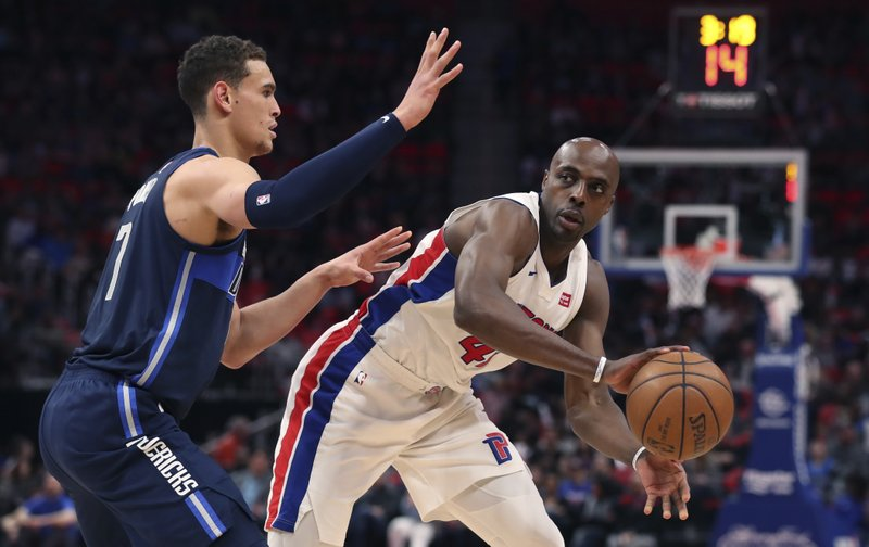 Dwight Powell, Anthony Tolliver
